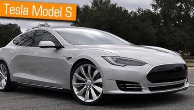 Akıllı telefon ile kontrol edilen araba Tesla Model S