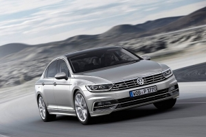 vw-unveils-new-look-euro-spec-2015-passat-medium_3