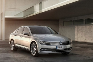 vw-unveils-new-look-euro-spec-2015-passat-medium_4