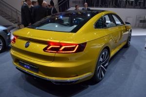 2017-Volkswagen-Sport-Coupe-GTE-8-1024x678