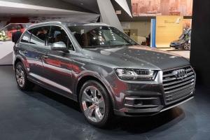 2016-Audi-Q7-01
